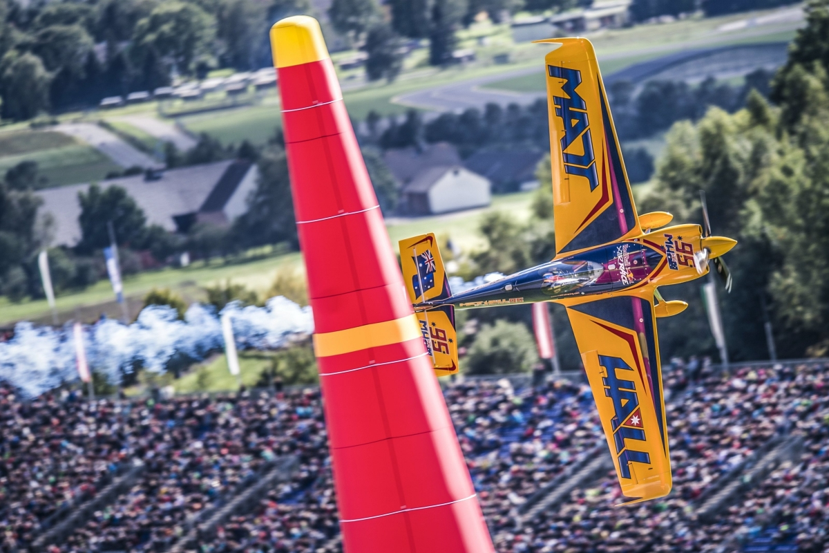 RED BULL AIR RACE: Hall gets first Red Bull Air Race win, upsetting Bonhomme in dramatic final
